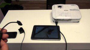 cómo conectar un móvil o tablet a un proyector HDMI USB