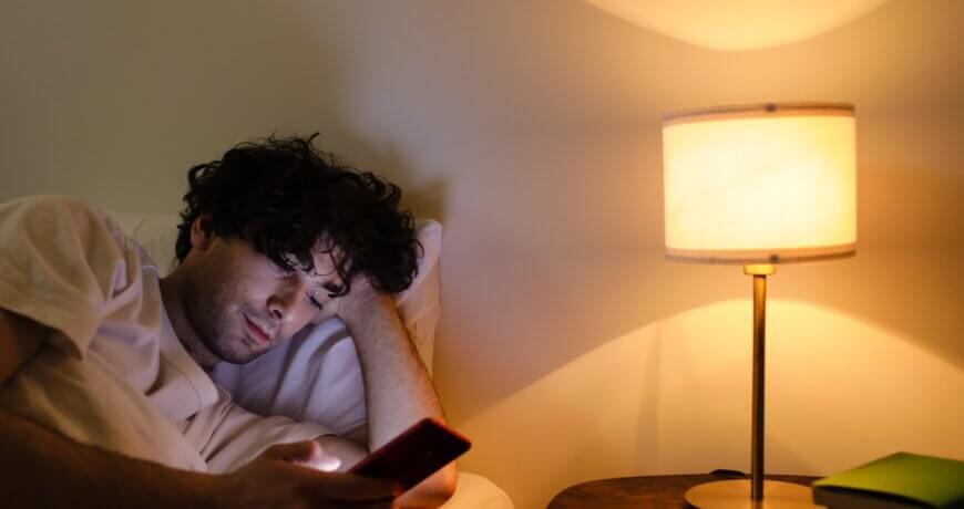 es malo dormir con el móvil en la mesilla WiFi